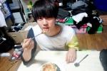 BTS งานเข้า! ถุงยางอนามัยโผล่ในหอพักขณะถ่ายภาพสอนทำอาหาร