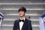 ลู่หานรับรางวัล Asia Popular Idol ส่วนคริสไม่ได้เข้าร่วมเพราะความขัดแย้ง