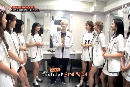 TWICE เชียร์เด็กฝึกหัดจาก JYP บังชานอย่างกระตือรือร้นในรายการ Stray Kids