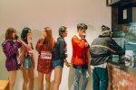 เด็กฝึกหัดใน MIXNINE ได้ไปเยือนโรงอาหารที่มีชื่อเสียงของ YG Entertainment