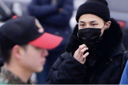 มีแฟนคลับทั่วพื้นที่จริงๆ! หนุ่ม จีดราก้อน BIGBANG เซ็นลายเซ็นให้กับเพื่อนทหารในกรม!