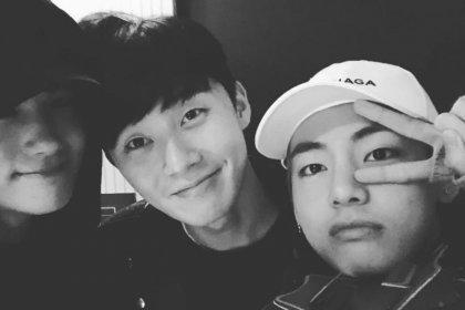 ปาร์คฮยองชิก พูดถึงวี BTS ที่เป็นเหมือนกาวเชื่อมความสัมพันธ์ของพวกเขากับปาร์คซอจุน