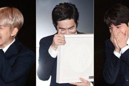 EXO เก็บอารมณ์ขำไว้ไม่อยู่! ลั่นกลางงานเปิดตัวเหรียญที่ระลึก EXO หลังเห็นภาพช่วงเดบิวท์
