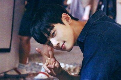 Fantagio แชร์ภาพสุดหล่อของ ชาอึนอู จากกองถ่ายละคร My ID is Gangnam Beauty!