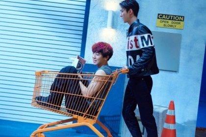 ชานยอล เซฮุน EXO คู่หูดูโอ้ปรากฏตัวในภาพทีเซอร์ We Young ภาพใหม่!