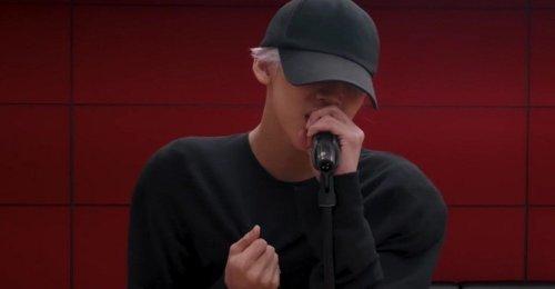 แบมแบม GOT7 ใส่ที่เสริมหัวไหล่ ร้องเพลง Sunrise ของ JB ที่เขาเอามารีเมค MV ใหม่!