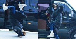ซูโฮ EXO ได้เซอร์ไพรส์ นักข่าว โดยการกลิ้งบนพื้น แล้วลุกมาทำท่าหัวใจ ที่สนามบิน!