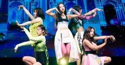 เนติเซนเกาหลี คิดว่า สไตลิส เลือกชุดที่ไม่ค่อยแมทช์ให้กับ Red Velvet ที่งานโชว์เคสคัมแบ็ค