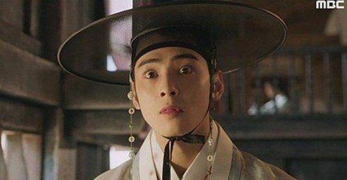 เนติเซนเกาหลี วิจารณ์การแสดงแข็งๆ ของ ชาอึนอู ในละคร Rookie Historian Goo Hae-ryung
