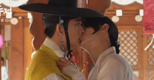 The Tale Of Nokdu ปล่อยเบื้องหลังฉากจูบของ 2 หนุ่ม 'จางดงยุน & คังแทโอ'!