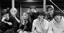 วี BTS ได้รับกระแสไวรัลอีกครั้งในฐานะ หนุ่มทางขวา ในภาพของ Ariana Grande กับ BTS
