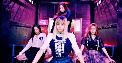 เพลง BOOMBAYAH กลายเป็นเพลงเดบิวท์แรกของ K-POP ที่มียอดวิวทะลุ 800 ล้านวิว!