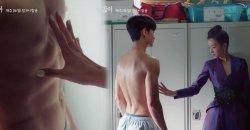 คิมซูฮยอน สะกดสายตา ซอเยจี ด้วยกล้ามท้องแน่นๆ ใน It's Okay To Not Be Okay